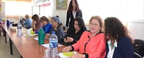 دراسة: العاملة الفلسطينية تُظلم مرتين بإسرائيل