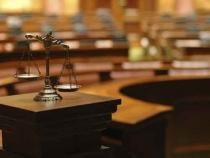 شهادة المرأة بين القانون والتطبيق