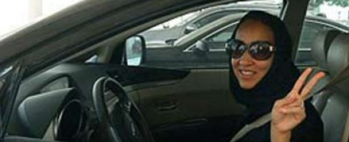 سعوديات يواجهن «الداخلية» بالقيادة في اختبار «تحدى الحظر» الأحد