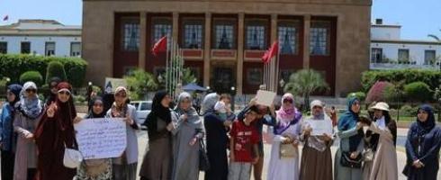 """مغربيات تطالبن بتجريم """"العري"""" ورفع """"التمييز ضد الحجاب"""""""