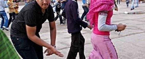 «الجارديان» تخترق حياة فتيات الشوارع بالقاهرة..