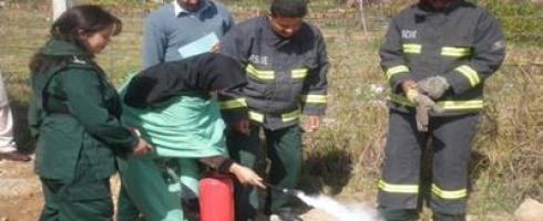 المرأة الباكستانية مكافِحة حرائق للمرة الأولى