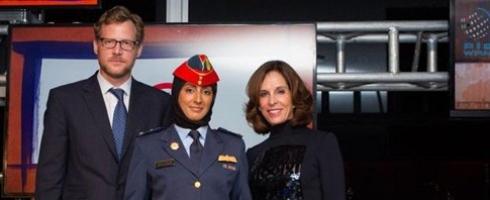 """مريم المنصوري تتسلم جائزة """"محققو التغيير"""" الآسيوية لعام 2015 في حفل بمقر الأمم المتحدة."""