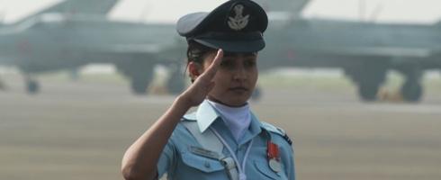 الهند تسمح للنساء بالقتال جوًا..و108 يقدن طائرات نقل وهليكوبتر