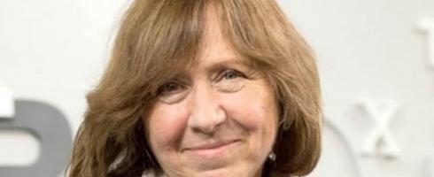 """الكاتبة البيلاروسية سفيتلانا أليكسيفيتش تظفر بـ""""نوبل الآداب"""" 2015"""
