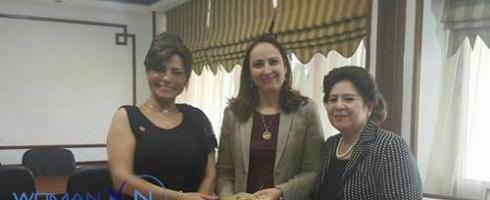 """مجلس المرأة العربية يمنح وزيرة الصناعة والتجارة الأردنية """"درع التمّيز الذهبي"""""""