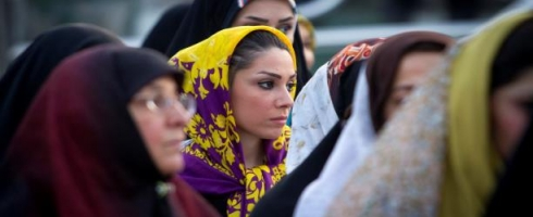نساء إيران.. بعيدات عن انتخابات مجلس الخبراء