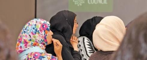 «هيمنة» الذكور على النساء «ليست حكراً» على المجتمع المسلم في بريطانيا