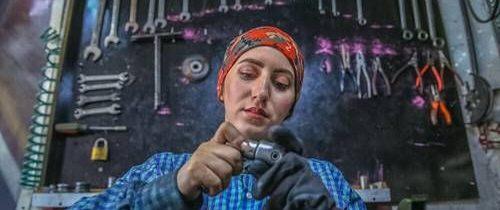 تدني نسبة مشاركة المرأة العربية في المجال الاقتصادي