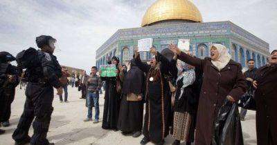 نساء غزة يتضامنّ مع الأسيرات في يوم المرأة