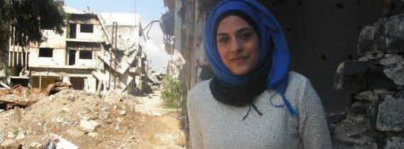سيدة سورية فضلت البقاء في مدينتها…لدي زوج متفائل وأطمح لبناء مدينتي حمص..