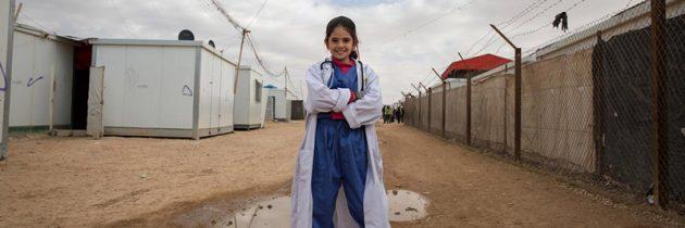 فتيات سوريات يبدأن أحلامهن في بلاد اللجوء