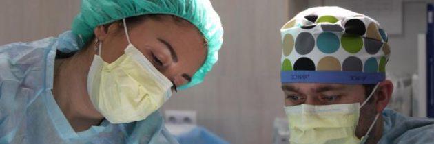 """مصر الأولى عالميا في """"تطبيب الختان"""".. فتيات يفقدن أرواحهن تحت غطاء طبي"""